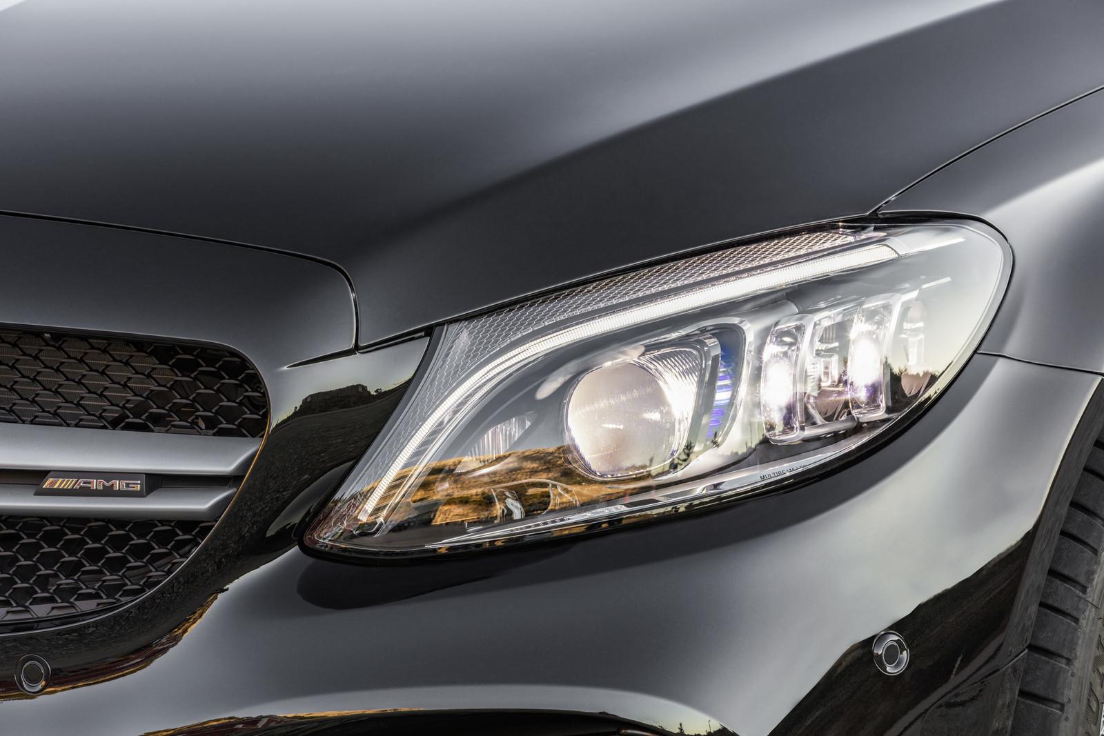 Foto de Mercedes-AMG C 43 4MATIC 2018 (27/28)