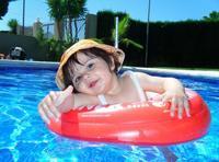 La foto de tu bebé: Sara disfrutando en la piscina