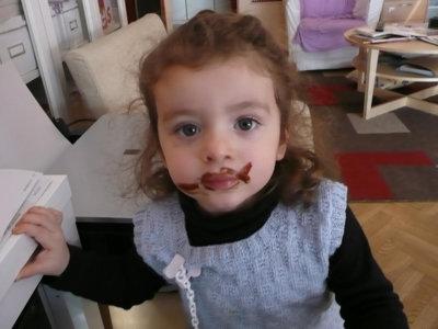 Denuncian la presencia de sustancias potencialmente cancerígenas en el envoltorio del chocolate de tres conocidas marcas