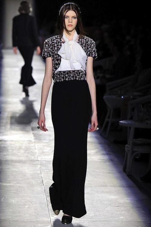 Foto de Chanel Alta Costura Otoño-Invierno 2012/2013: rosa, gris, brillos y nuevo vintage (33/61)