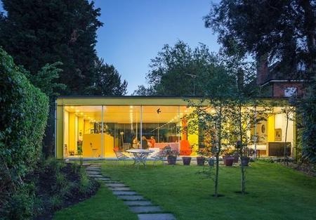 ¿Te atreves con los colores intensos? Inspírate en esta casa del siglo XX en Wimbledon