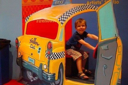 Viajar con niños en taxi: ¿se debe usar un sistema de retención?