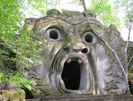 Bomarzo las esculturas del dolor for Jardines de bomarzo