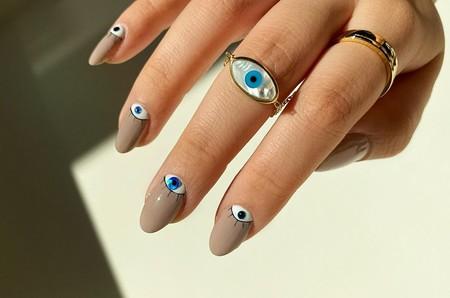La manicura de Paula Echevarría no es la única con ojos: 13 ideas para atreverte con las uñas más mironas del momento