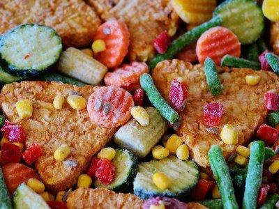 Los 17 platos ligeros que necesitas tener en tu congelador para comer más sano