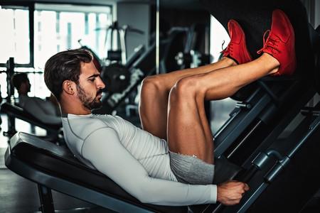 rutina de ejercicios en gym para piernas y gluteos