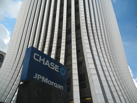 Banco JPMorgan pagará multa récord por estafa con hipotecas subprime