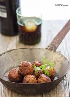 Albóndigas caramelizadas con soja y vermut. Receta