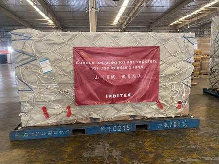 Las mascarillas y buzos especiales donados por Inditex ya están listos para llegar a los hospitales de España