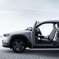 El Mazda MX-30, primer coche eléctrico de la marca, desembarca en España a un precio de 34.590 euros
