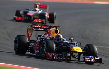 Vettel perseguido por Hamilton