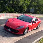 El Ferrari 812 Superfast se marca 7:27.48 en Nürburgring, casi un segundo más lento que un Nissan GT-R