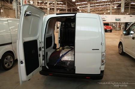 nissan-env200-furgon-650-puertas