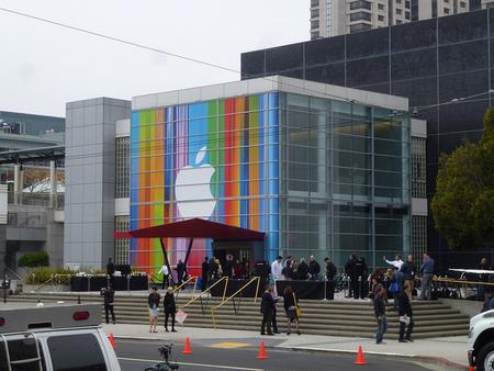 ¿Decepción con iPhone 5? Apple rompe su techo de cotización tras el éxito en ventas