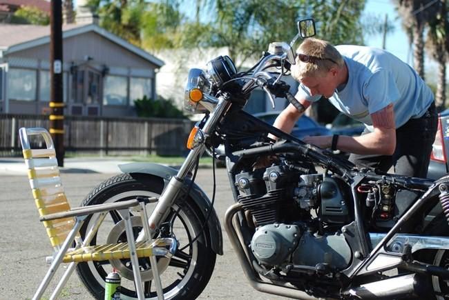 Arreglando la moto