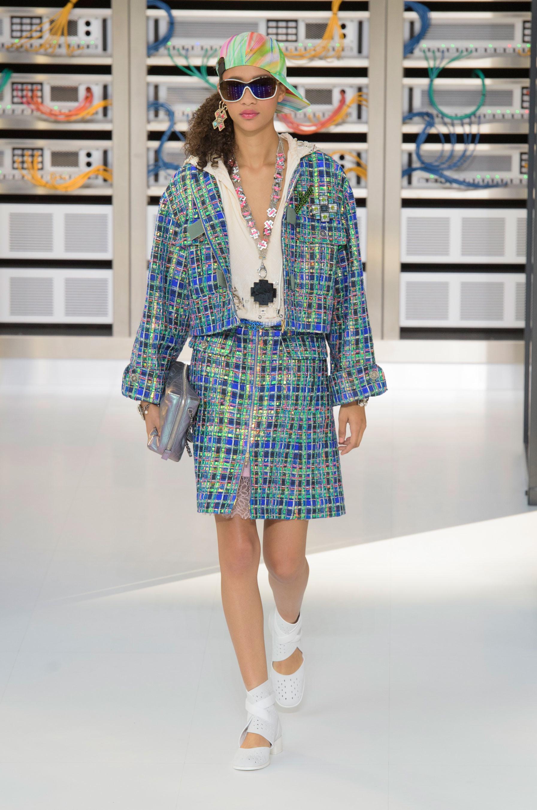 Foto de El regreso al futuro de Chanel en su colección Primavera-Verano 2017 (19/96)