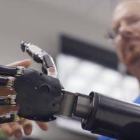 Johnny Matheny, el primer hombre en tener una prótesis robótica controlada por la mente
