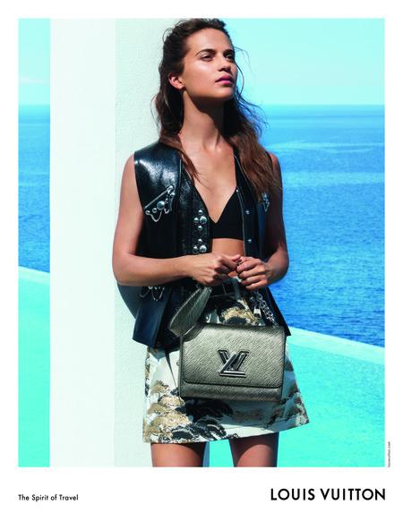 Alicia Vikander posa de nuevo para Louis Vuitton en la campaña Crucero 2018 y lo hace en Ibiza