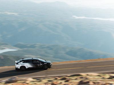 """Faraday Future arrebata a Tesla el récord al """"eléctrico de producción"""" más rápido en Pikes Peak"""