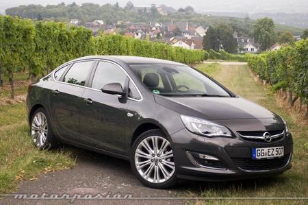 Opel Astra berlina