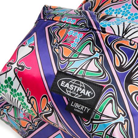 Ya sea para calmar tus ansias de volar o para preparar tu futuro viaje: la nueva colección de Eastpak x Liberty London enamorará
