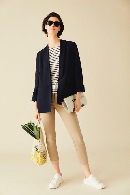 Este pantalón chino de Lefties es la opción perfecta para sumar comodidad a tus días en casa y a tus recados semanales