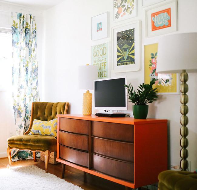 Casa con muebles recuperados de la basura
