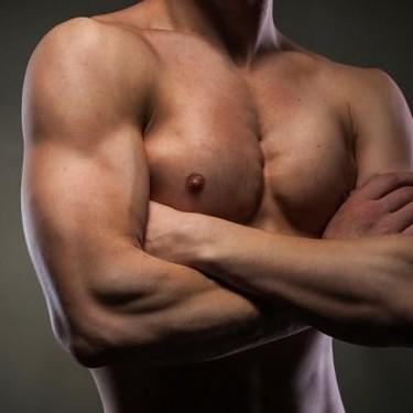 Más allá del curl de bíceps: siete ejercicios para desarrollar este músculo tan visible del brazo