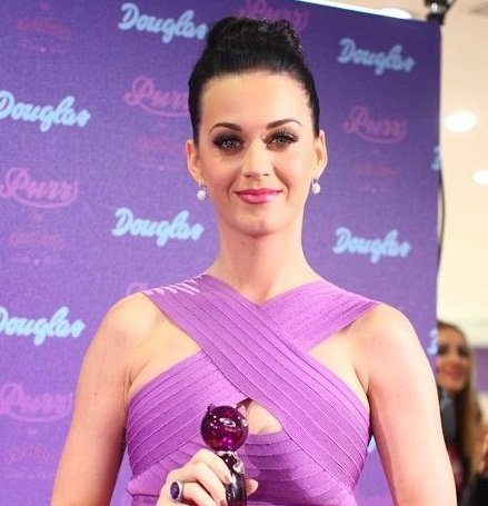 Katy Perry lanza su perfume Purr en Alemania