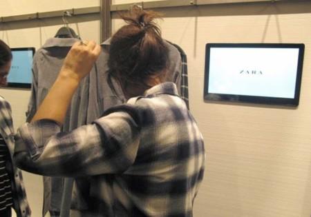 Así se compra en tiendas en la era digital: Zara te da un ipad en el probador