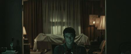 'The Vigil', un ejercicio de horror minimalista con tantas buenas ideas como monotonía
