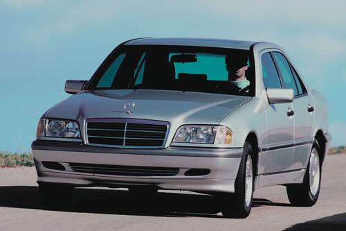 9 autos usados que te puedes comprar a precio de iPhone 12 en México, incluido un Mercedes