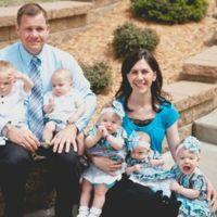 Cinco bebés en siete meses: adoptaron trillizos y se enteraron de que esperaban gemelos