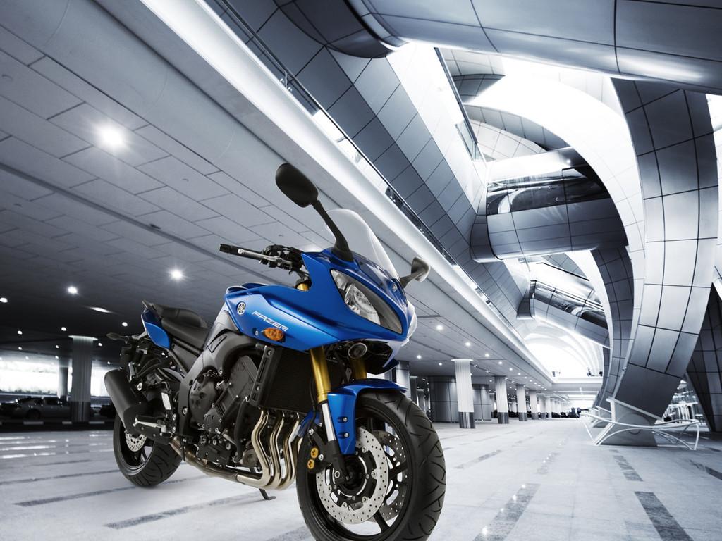 Foto de Yamaha Fazer8, el mismo producto con dos enfoques (11/16)
