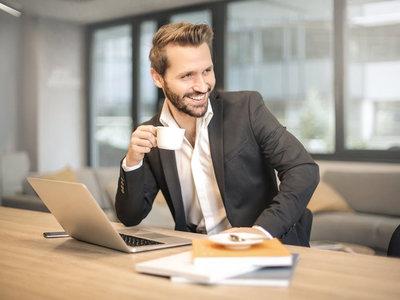 Uno de cada tres empleados ha mantenido una relación sentimental en el trabajo, ¿cómo afecta al ambiente laboral?