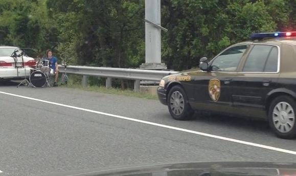 Tocando la batería en la autopista