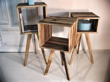 Una buena idea: usar cubos de madera como muebles auxiliares