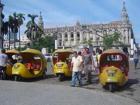 Cuba: viajar en coco taxi