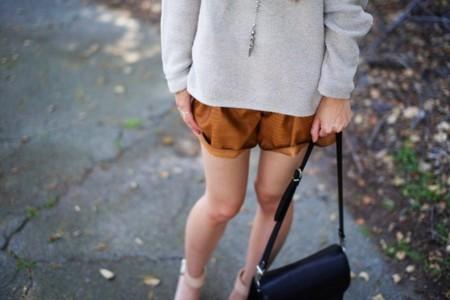 Duelo de shorts by Zara: de polipiel para verano, ¿con jersey o blazer?