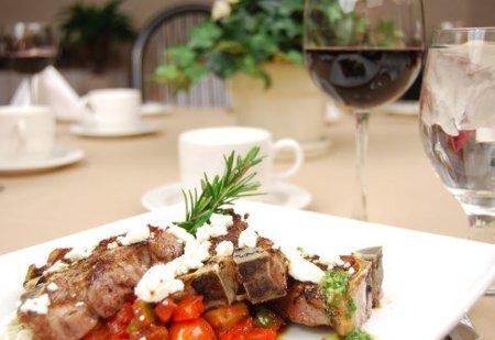 Para comer menos: lleva los platos ya servidos a la mesa