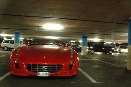 Cosas que sólo pasan en Ginebra: Ferrari GG50 en un párking
