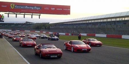 Record Guinness: 964 Ferrari juntos en Silverstone