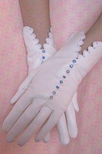 Fifi Chachnil lanza una línea de guantes