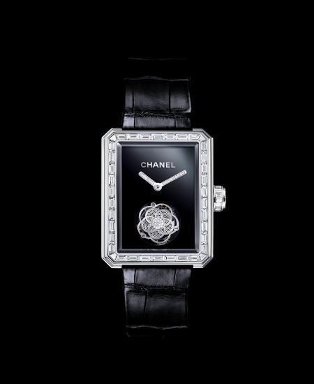 Chanel se inspira en su perfume Nº5 para presentar su último reloj
