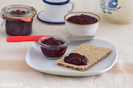Mermelada de frutos rojos sin azúcar y sin semillas de chía: receta saludable para desayunos y meriendas