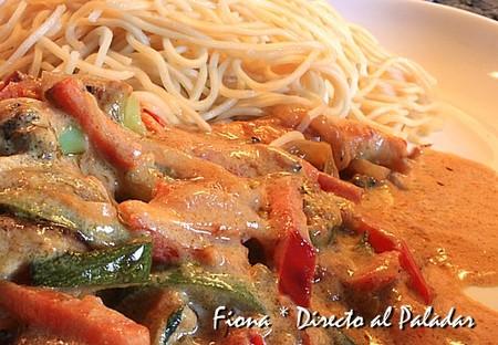 Wok de verduras y pollo al curry rojo. Receta