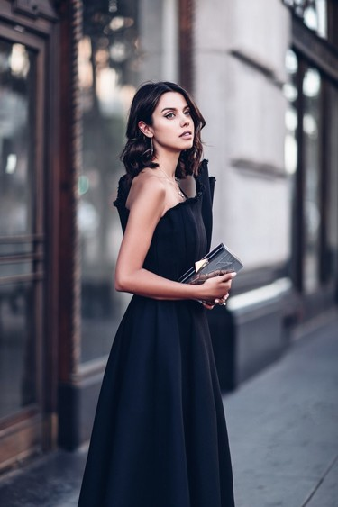 ¿Cómo llevar un vestido negro en Nochevieja y no ir igual que todas las demás?