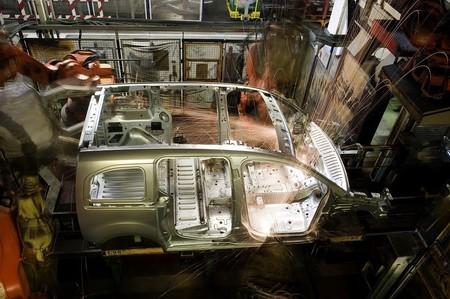 La fabricación de automóviles en Francia se frenará en 2020 y parte de esa producción se hará en España