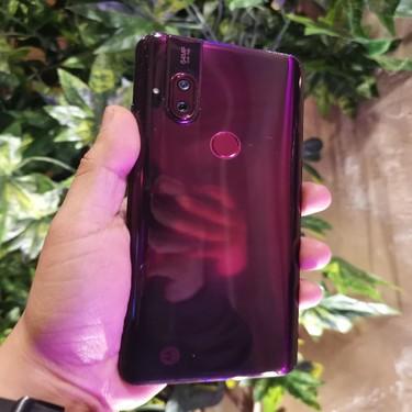 Motorola One Hyper, primeras impresiones: la cámara pop-up es lo de menos, lo de más es su batería y Android 10 nativo
