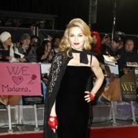 Madonna Guantes Rojos